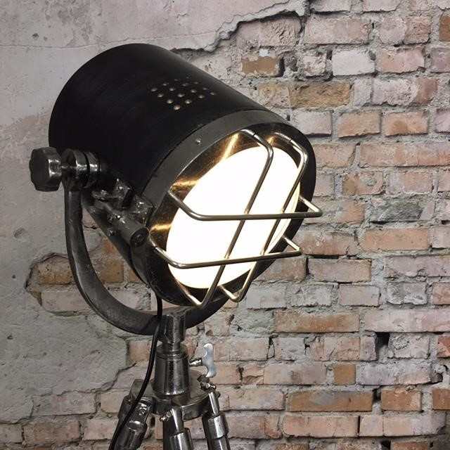 Stehlampe Chicago Raw Nickel Industriedesign
